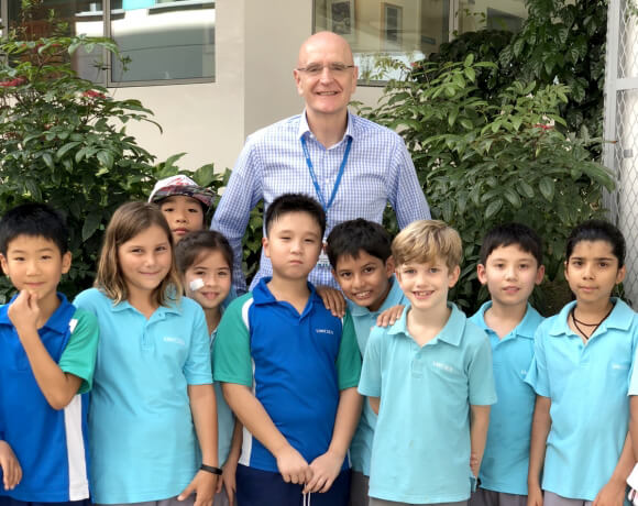Graham Silverthorne, Head of UWCSEA East Campus with Junior School students high res